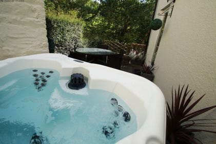 Brecon Mill Holiday Cottage with private hot tub