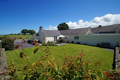 Lovely, self catering Snowdonia farm cottage - ideally located for all that North Wales has to offer
