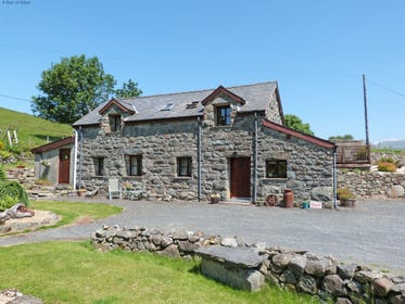 Enjoy Snowdonia cottage holidays at its 5 star best.