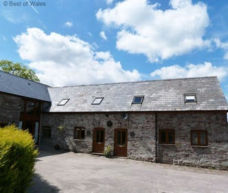 pet-friendly Brecon Beacons Holiday Cottage - 5 star