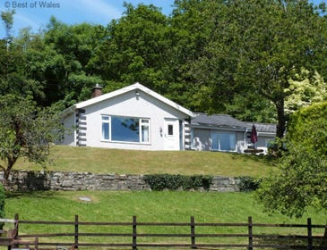 Self catering Dolgellau - detached, pet-friendly cottage for 8