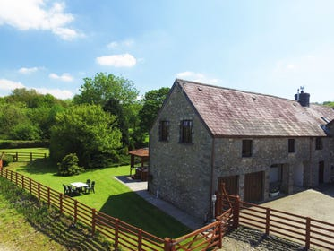 Holiday Cottage with a hot tub is just on the western edge of the Brecon Beacons National Park
