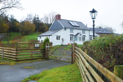 Dog friendly, secluded self-catering Mid Wales cottage